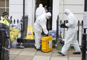 A forensic team prepares to enter the home of Gareth Williams the MI6 worker who's dead body was found a sports bag in his bath in his Pimlico flat ©Paul Stewart 2010